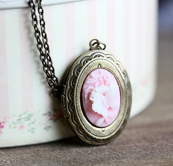 SALE 25% OFF  -  Oval Locket Necklace, Pink Butterfly Cameo, 18 Inch Chain, Vintage  - Garden of Memories