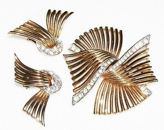 Boucher 1950 Winged Gold Tone Brooch and Earrings Demi Parure