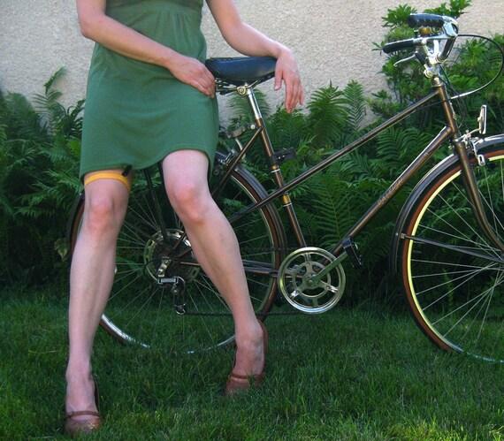Skirt garter/clip for biking -- your color choice
