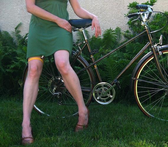 Skirt garter/clip for biking