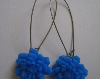 Earring. Jewelry. Blue Dahlia, Cabochon Flower, Antique Brass, Dangle, VALéRIE