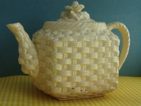 Cute Vintage Teapot with Basketweave Pattern - Pastel Yellow - Made in Japan