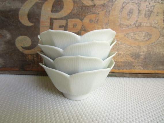 Vintage White Lotus Bowls set of 4