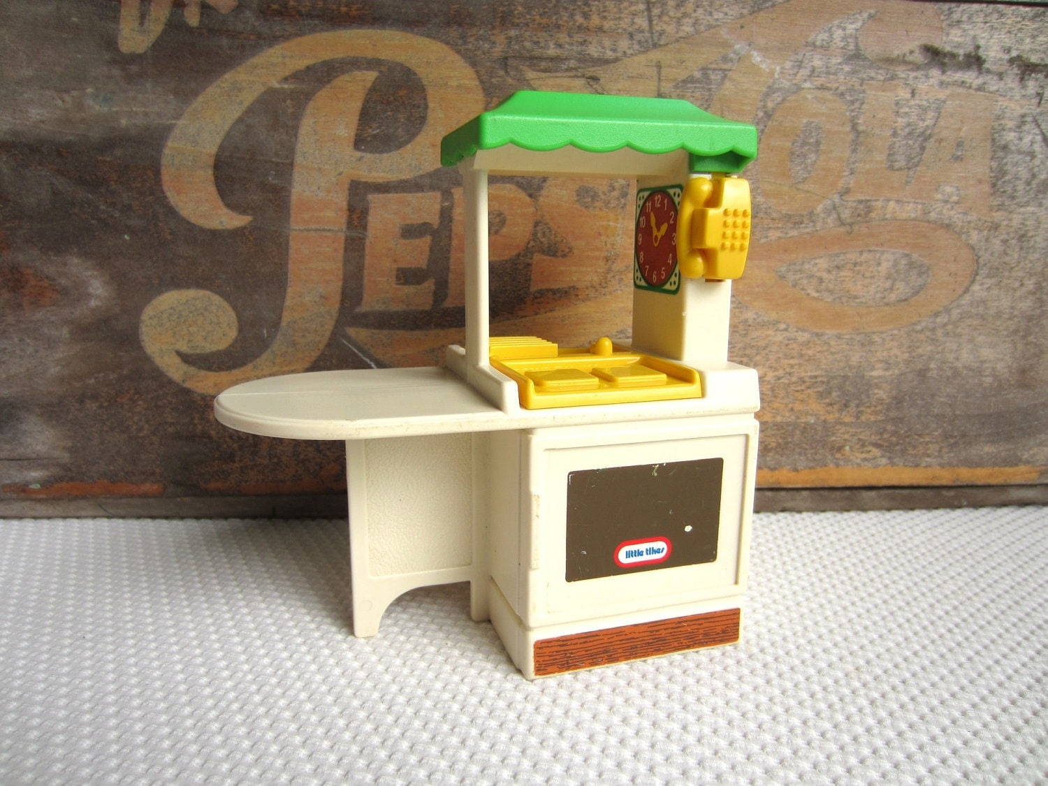 Vintage little tikes party kitchen dollhouse furniture for Little boy kitchen set