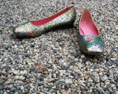 Vintage 1960s Oomphies Gold Brocade Flats - Size 6