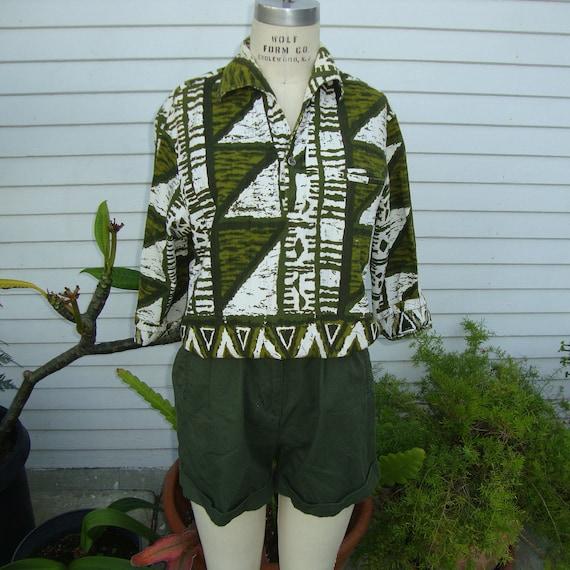 Vintage 1950s Women's Green Cotton Tribal Hawaiian Print Shirt  -  Large