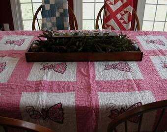 Primitive Antique Vintage Sunbonnet Sue Baby Quilt Large Quilt Cutter Quilt Pinks and Greens
