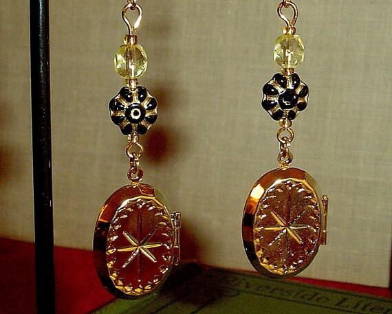 Starburst locket earrings in gold and black