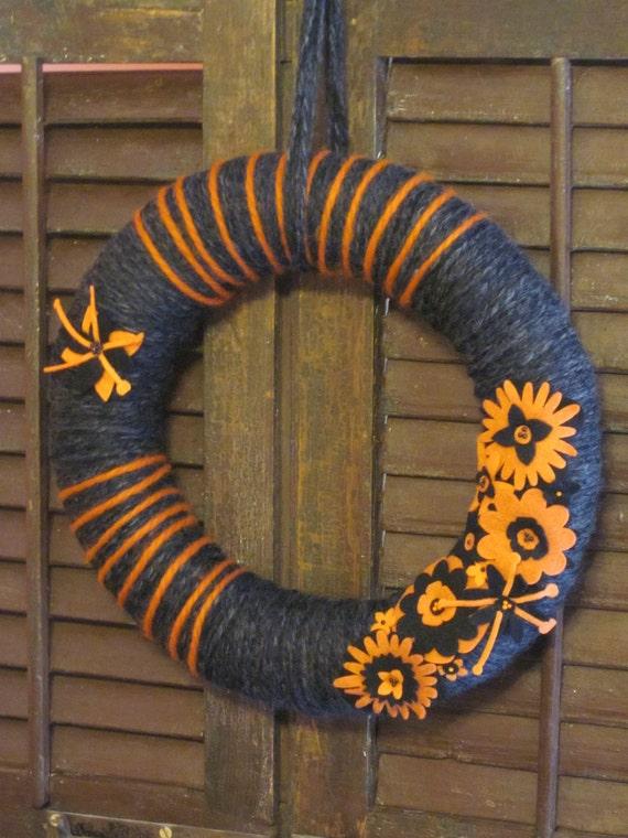 Heather yarn wreath, hand-wrapped Halloween wreath, 14 in