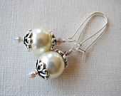 Pearl Bridal Earrings- Swarovski Pearls and Crystals on Sterling- Romantic Wedding. Handcrafted Glass Pearl Earrings. Vintage Feel in New.