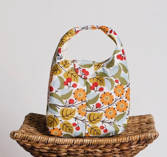 Insulated Lunch Bag - Berry Branches
