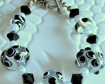 Black and White Lampwork Glass Beaded Bracelet
