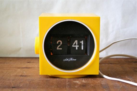 1960s Mod Seth Thomas Plastic Flip Clock Cube Shape Pop