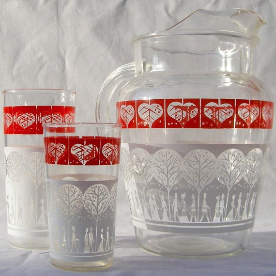 Vintage Stroll In The Park Glass Iced Tea Pitcher and Two Glasses
