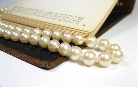 Vintage Pearl Strand Necklace, Classic Jewelry Styles, Mad Men Style, Bridal Jewelry, Pearl Jewelry, 1950s, Retro Glam Jewelry