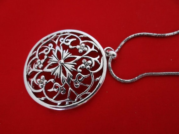 """Vintage 26"""" silver necklace with 2"""" round pendant-some wear to the chain"""