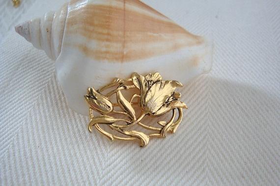 Vintage Gold Tone Flower Pin 1970's 1980's Brooch V7