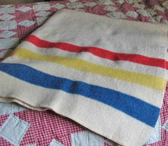 Hudson Bay Style Wool Blanket in Excellent Condition