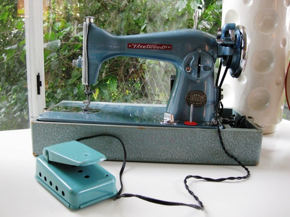 Vintage Metallic Blue Fleetwood Deluxe 195 Sewing Machine Japan