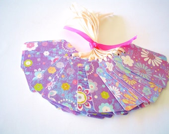 25 GIFT TAGS With RIBBONS - Purple  Posies Pattern