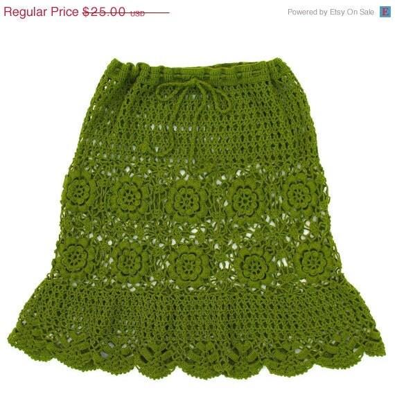 Vintage 70s Green Skirt . Knit Skirt . Crochet Skirt . 70s Skirt . Olive Green . Size S / M / L