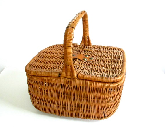 Vintage Woven Wicker Rattan French Style Large Picnic Basket