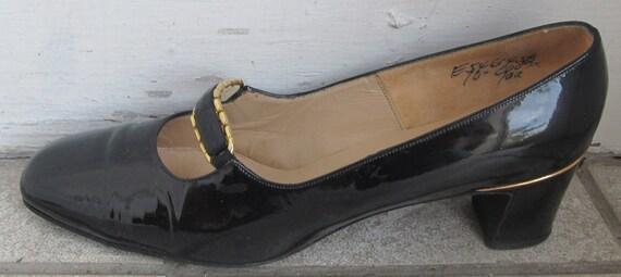 Vintage Mod Delman Patent Shoes 6 6 1/2 Black 1960s Mary Janes w Gold Metal Trim