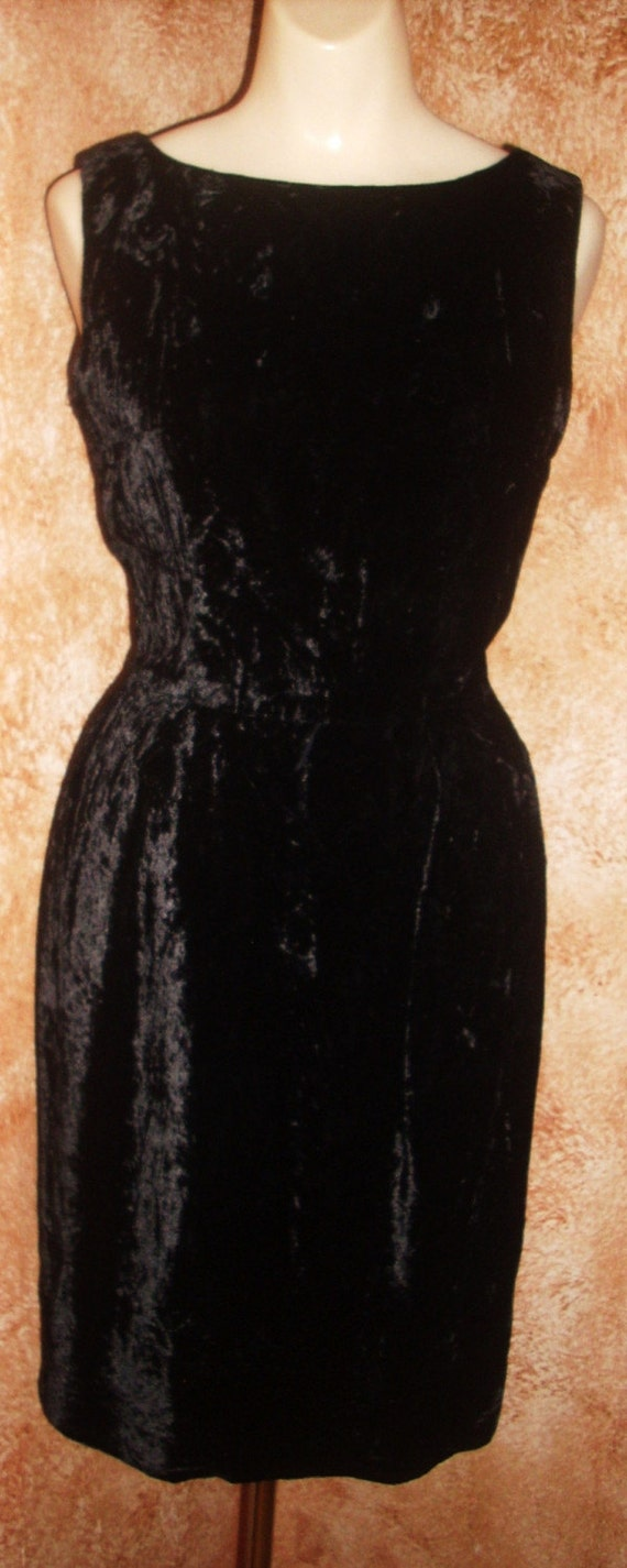 Res for Obsidian /// Vintage 1950s Wiggle Dress XS 0  Black Velvet Hourglass LBD Party Cocktai