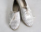 Vintage sz 5.5 Leather Cutout Shoes White Lace Up Spring Fashion