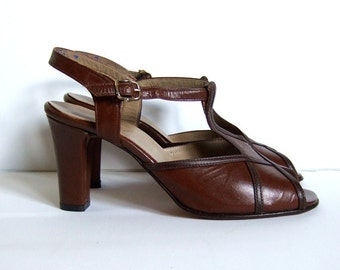 Vintage size 6.5 Leather T Strap Heels Peep Toe Brown 1960s 60s Office Fashion Shoes