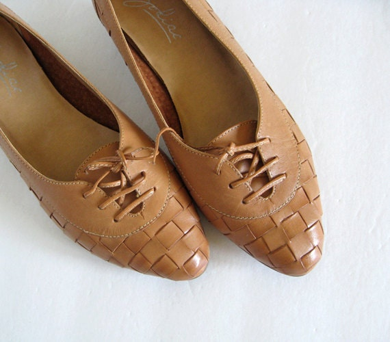 Vintage size 6 Weave Leather Shoes Tan Brown Lace Up Spring Fashion Summer Shoes