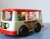 Get in the BUS - Vintage Fisher Price 5 seater MINI BUS and 5 Little People Family - 1969 Toy