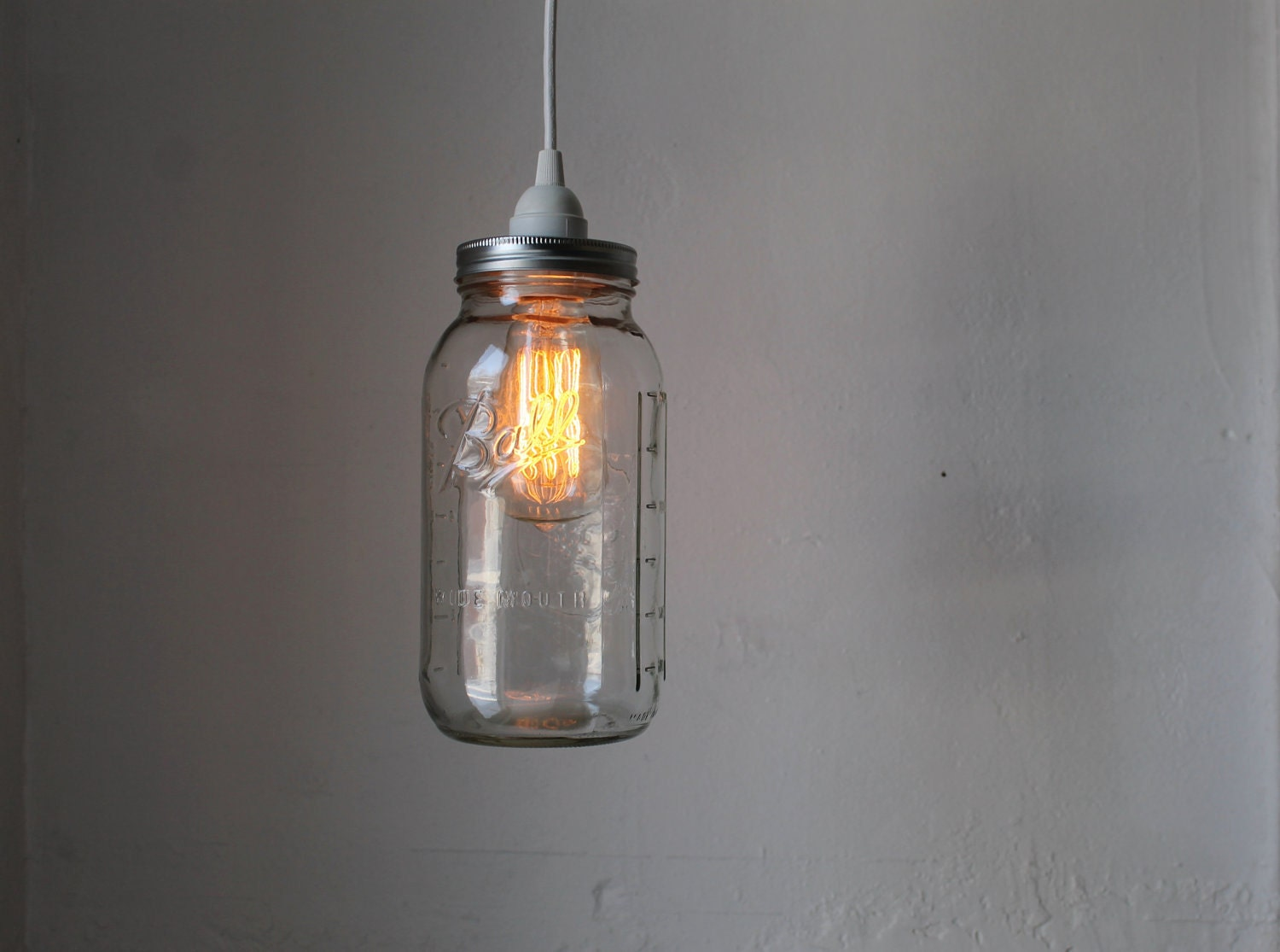 Mason jar pendant lamp large half gallon mason jar hanging for Lampe suspension ampoule
