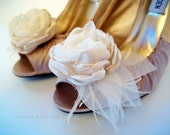 JESSIE handmade Ivory flower and feathers shoe clips