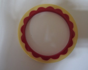 Bakelite Catalin Bracelet in Ivory with an Injected Red Scalloped inside