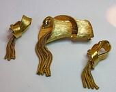 50s Vintage Brooch Earrings Gold Ribbon Swirl w Tassels Pin Clip Earrings Set