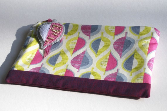 Zipper Pouch, Makeup Bag, or Pencil Case - Wildwood Pressed Leaves in Grey with Handmade Felt Leaf Zipper Pull