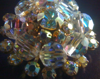 Sale Elegant 50s Brooch Austrian Crystal Sparkly AB Vintage Rhinestone Pin Brooch