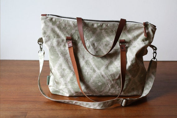 Sage Honeycomb Large Zipper Tote