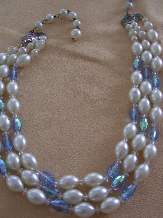 Vintage costume jewelry  pearl and ab stone necklace