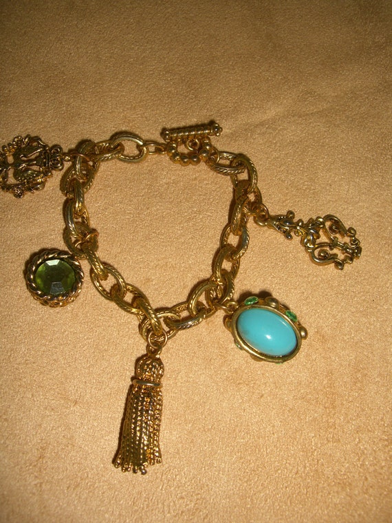vintage costume jewelry  /  charm bracelet