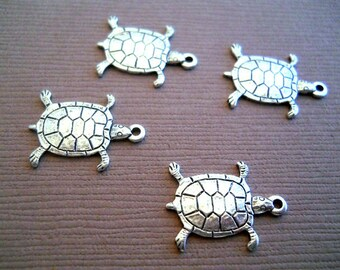Sea turtle charms in Sterling plated brass 2 pcs Item 1140