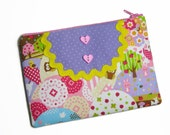 LAST CHANCE Kawaii mess bibbed pouch