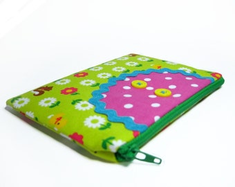 Field of critters bibbed pouch