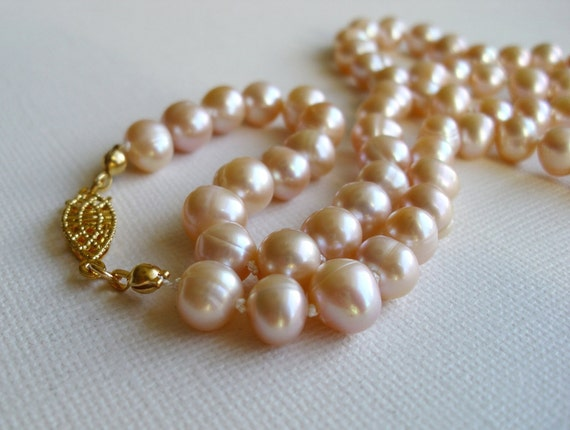 Hand knotted pearl necklace - Peach pearls