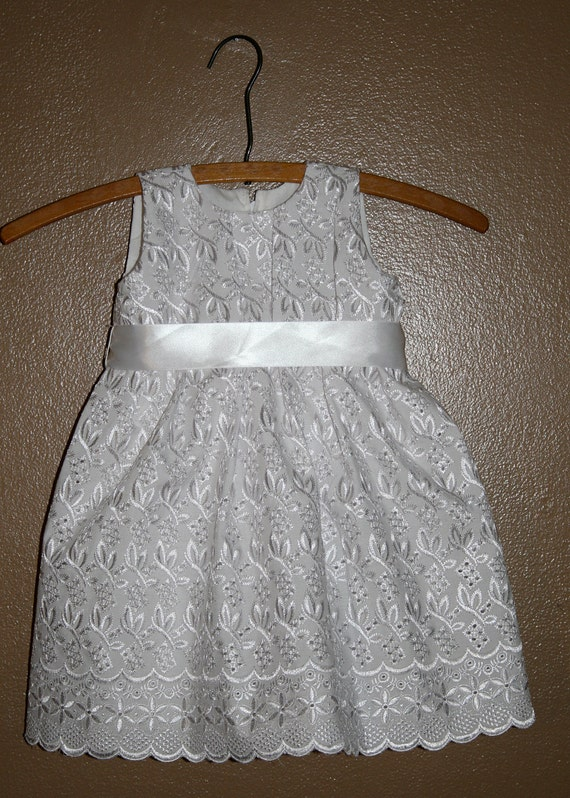 Girls Baptism Dress Includes  Bonnet or purse. 3 months to 3t
