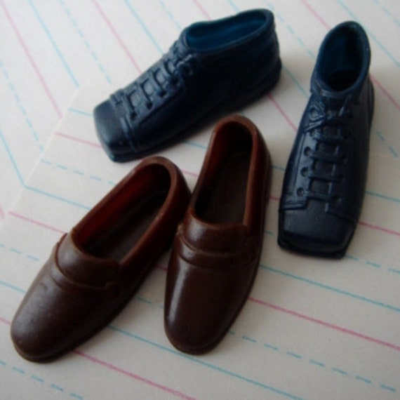 shoe faboo--2 pairs of vintage doll shoes