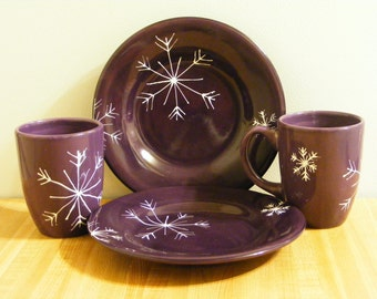 Snowflake Dish Set - 2 Coffee Mugs - 2 Serving Plates