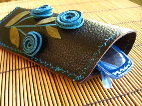 Leather eyeglass case - Blue roses