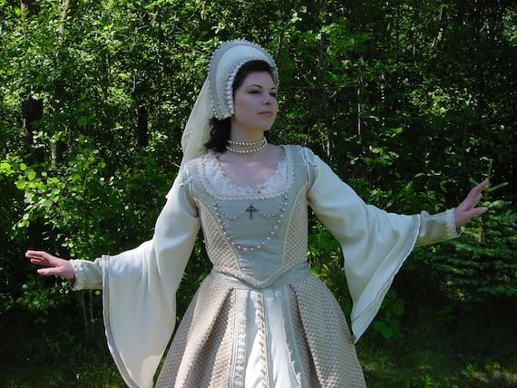 Sale anne boleyn tudor wedding ensemble wow 8 piece for Tudor style wedding dress